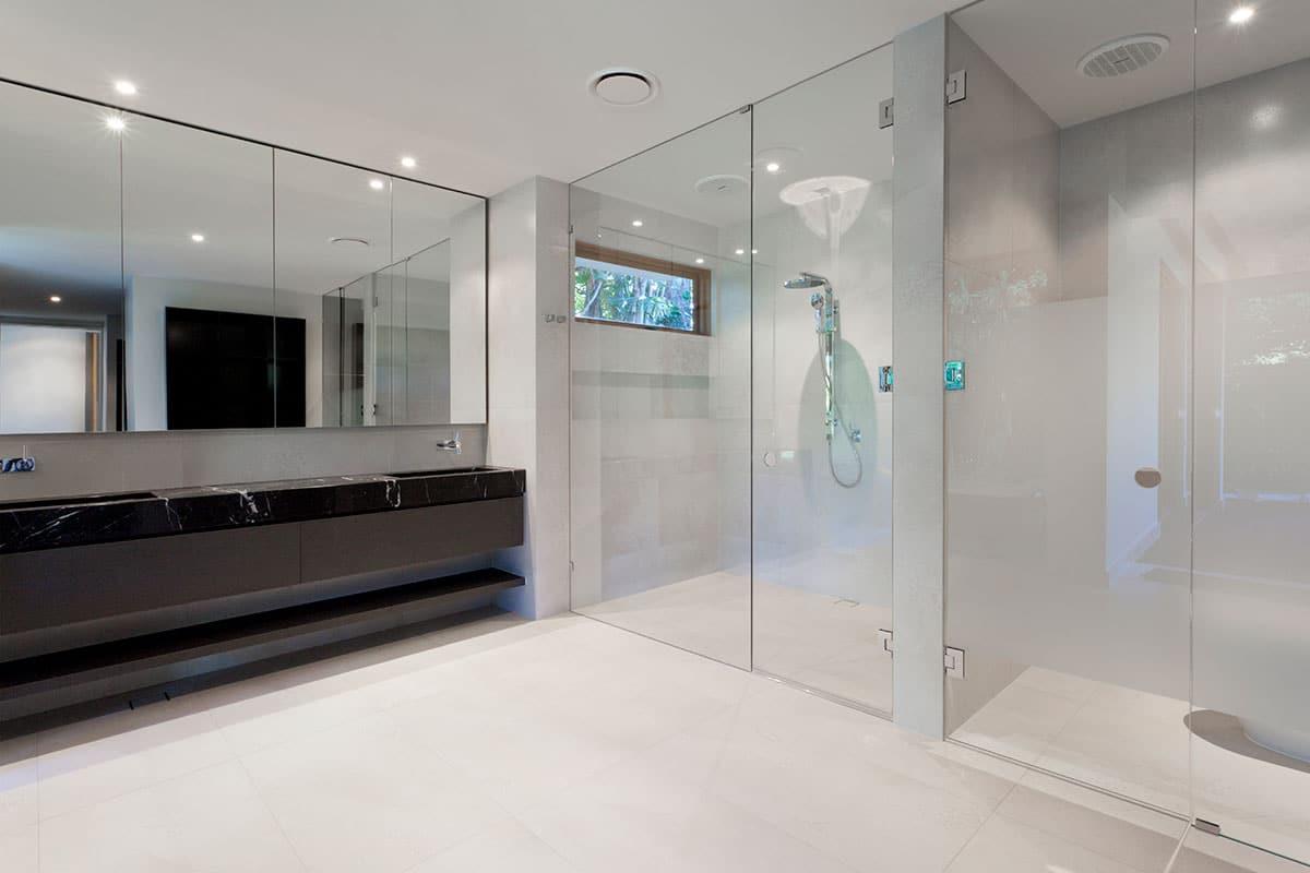 4 Tips for Spotless Shower Glass Doors